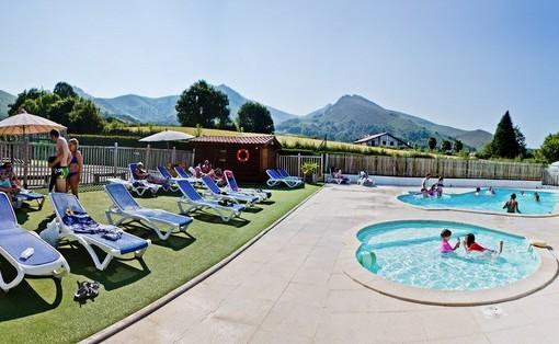 Camping pays basque avec piscine camping sare avec parc - Camping a valras plage avec piscine ...