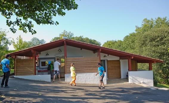 Sanitaires du camping sare au pays basque camping la for Camping au pays basque avec piscine